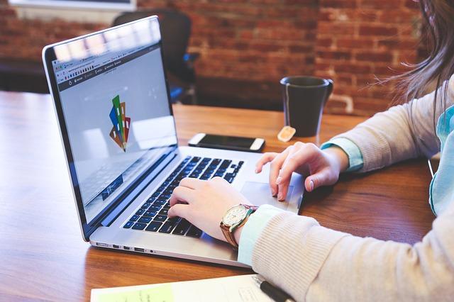 Szukamy pracy- jak napisać dobre CV?
